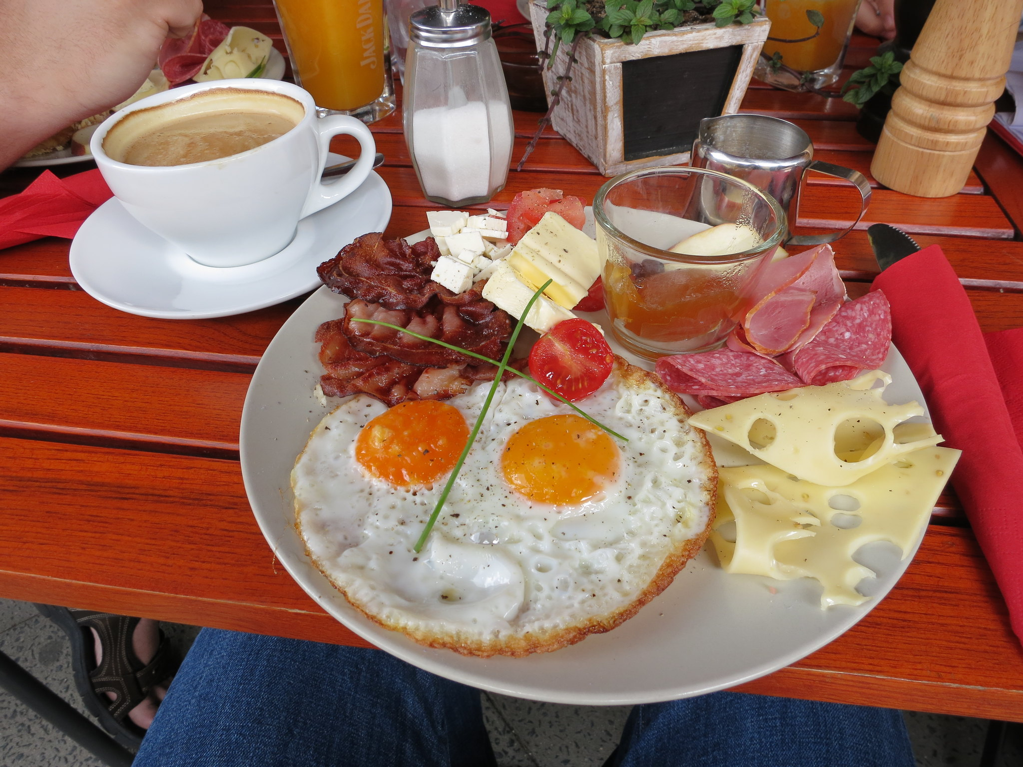 what is a typical german breakfast