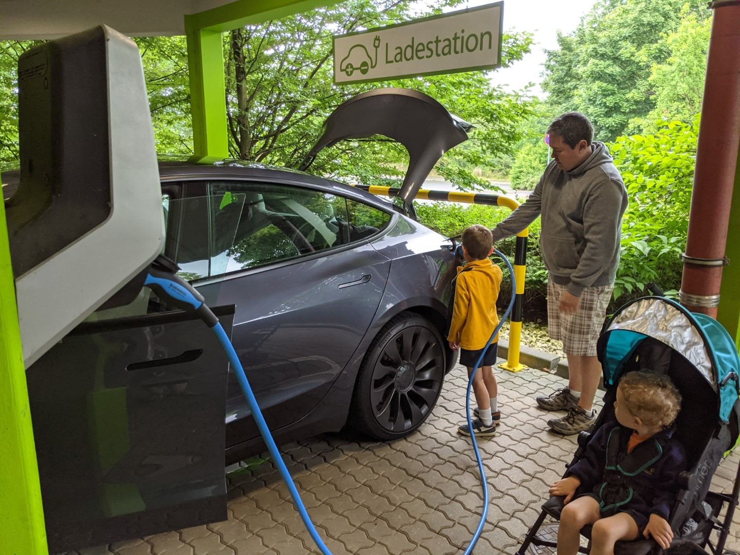 are there electric car chargers at Playmobil Funpark